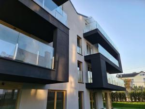 osiedle mieszkaniowe balkony ze szkła