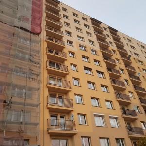 pomalowany blok mieszkalny
